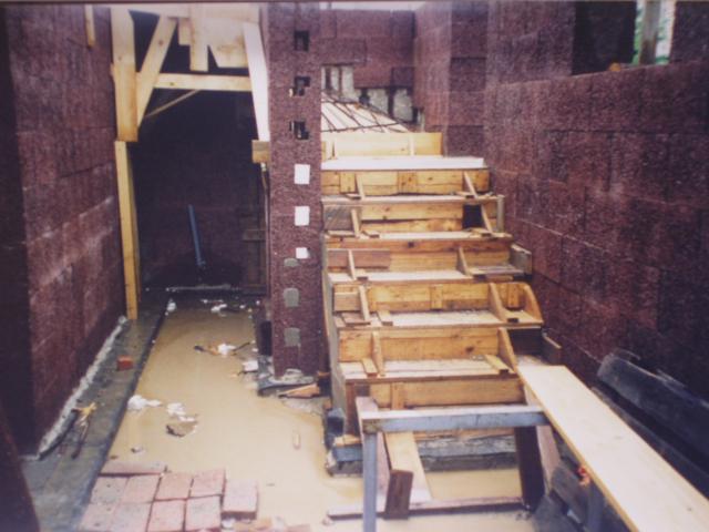 schody po povodni
