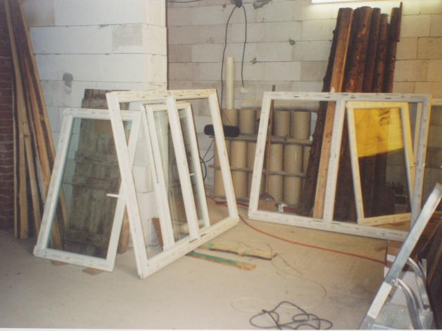 okna v obyvaku